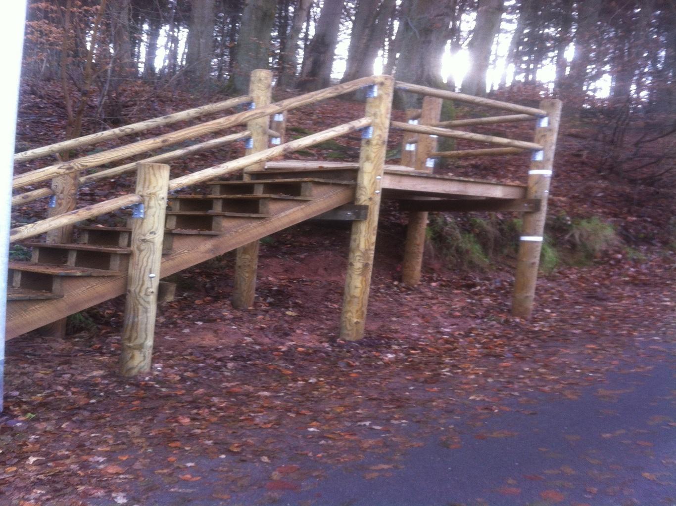 Escalier bois en extérieur
